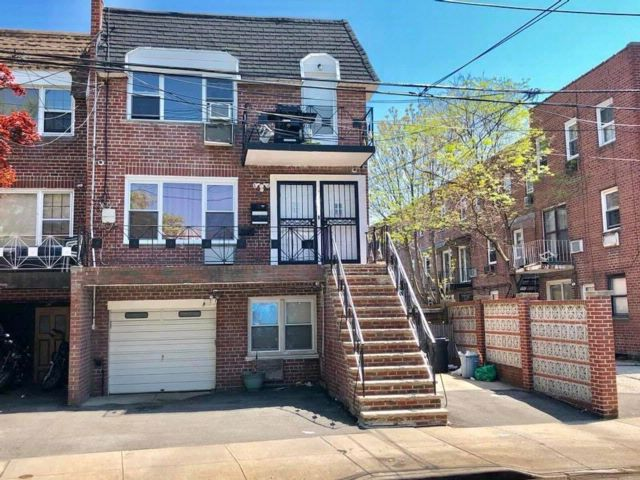 10 BR,  5.00 BTH Multi-family style home in Georgetown