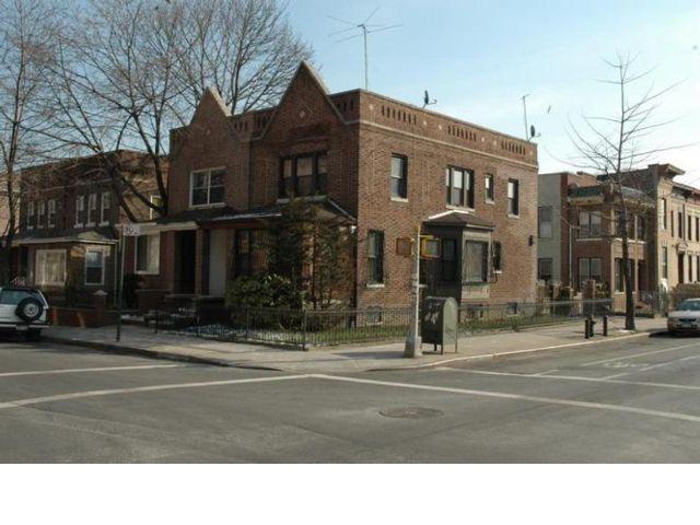 3 BR,  3.50 BTH Duplex style home in Flatbush