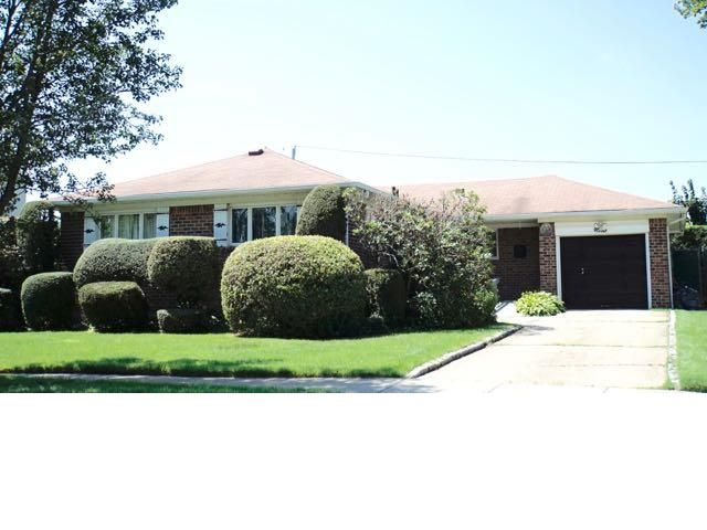 3 BR,  2.00 BTH Ranch style home in Plainview