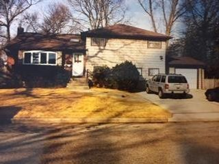 4 BR,  2.50 BTH  Split-level style home in North Babylon