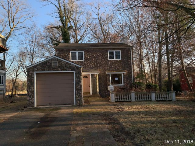 3 BR,  2.50 BTH Colonial style home in North Plainfield