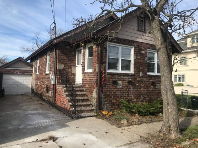 3 BR,  1.00 BTH Bungalow style home in Point Lookout