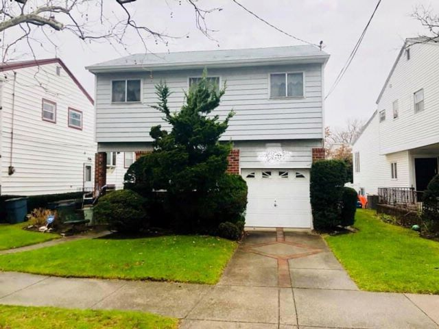 3 BR,  3.00 BTH Single family style home in Mill Basin