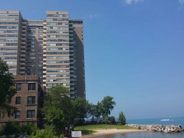2 BR,  1.50 BTH Condo style home in Chicago
