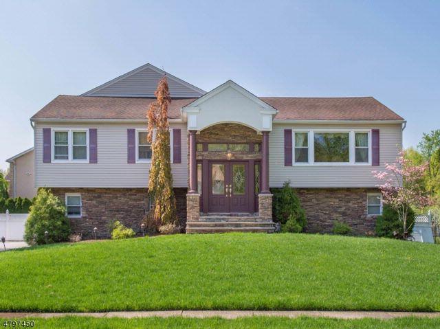 5 BR,  4.00 BTH Custom home style home in Fairfield