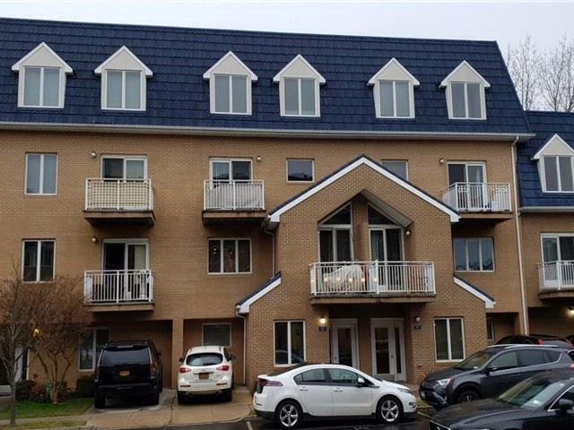 2 BR,  3.00 BTH Condominium style home in Bergen Beach