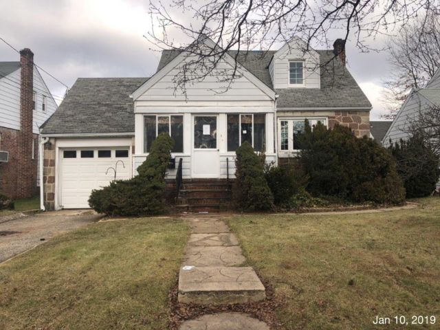4 BR,  2.00 BTH  Cape style home in Union