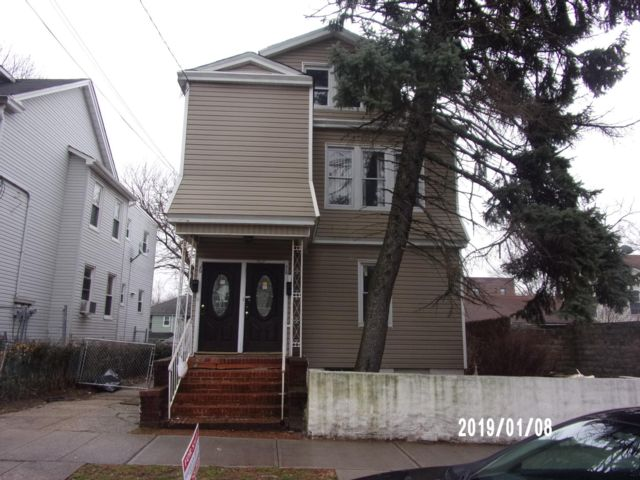5 BR,  2.00 BTH  2 story style home in Newark