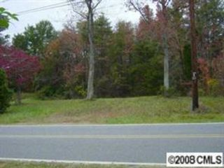 Lot <b>Size:</b>  Land style home in Catawba