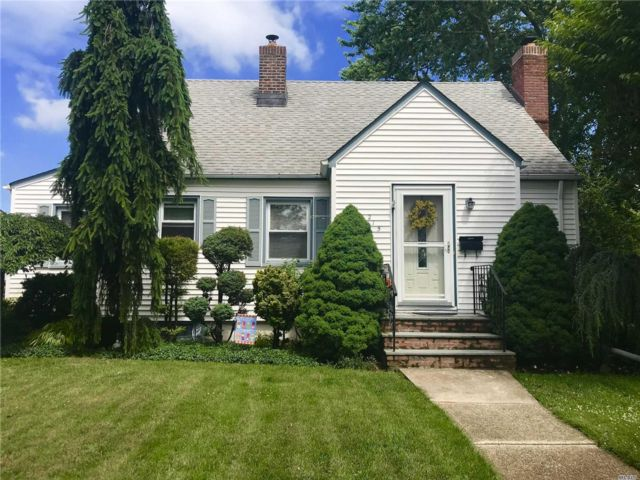 3 BR,  1.50 BTH Cape style home in New Hyde Park
