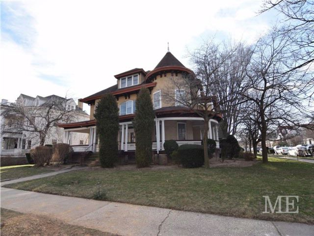 7 BR,  7.00 BTH Single family style home in Ditmas Park