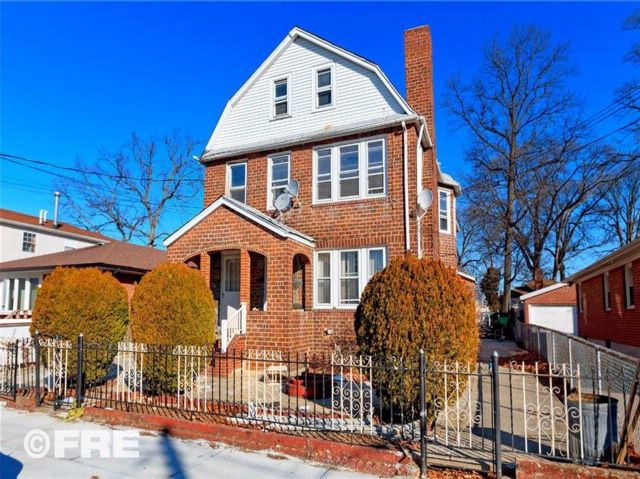 7 BR,  3.00 BTH  Multi-family style home in Queens Village