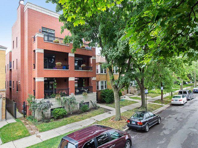 4 BR,  3.00 BTH Condo style home in Chicago