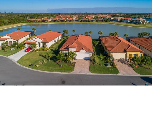 3 BR,  3.50 BTH Contemporary style home in Naples