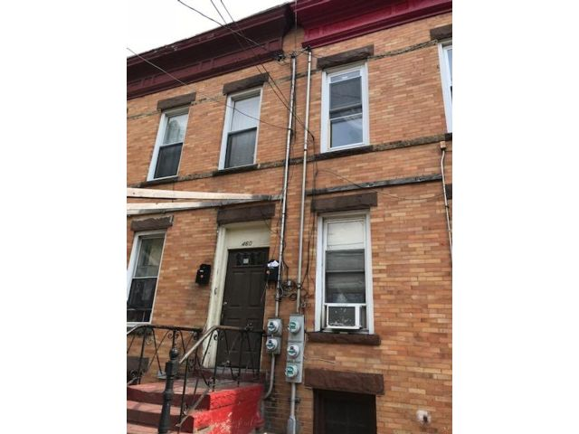 5 BR,  2.00 BTH  Ranch style home in Brooklyn