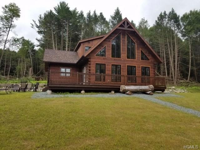 3 BR,  2.00 BTH Log style home in Narrowsburg