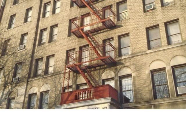 1 BR,  1.00 BTH  Rental style home in Prospect Heights
