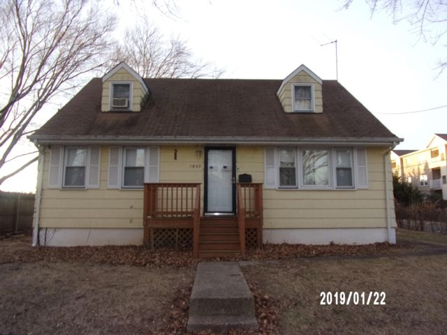 4 BR,  2.00 BTH Cape style home in Rahway