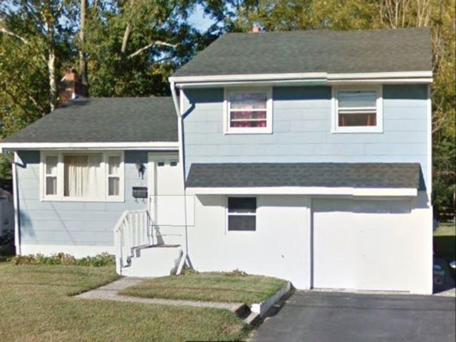 3 BR,  1.00 BTH  Split-level style home in Clementon