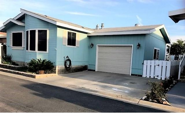3 BR,  2.00 BTH  Mobile home style home in Lakeside