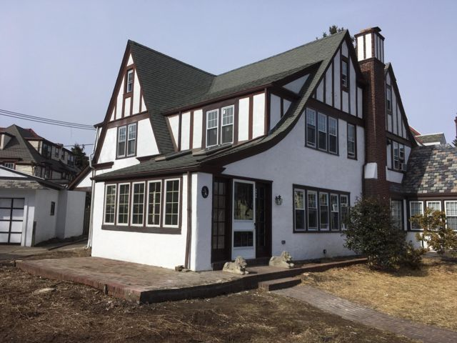 4 BR,  3.50 BTH Colonial style home in Lansdowne