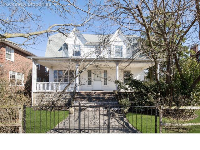 6 BR,  3.00 BTH Colonial style home in Belle Harbor
