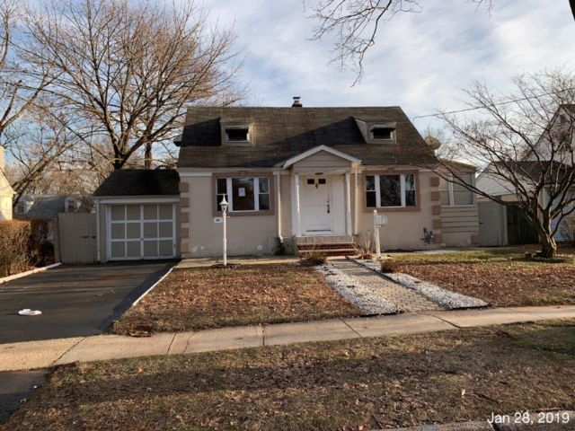 2 BR,  1.50 BTH  Colonial style home in Roselle