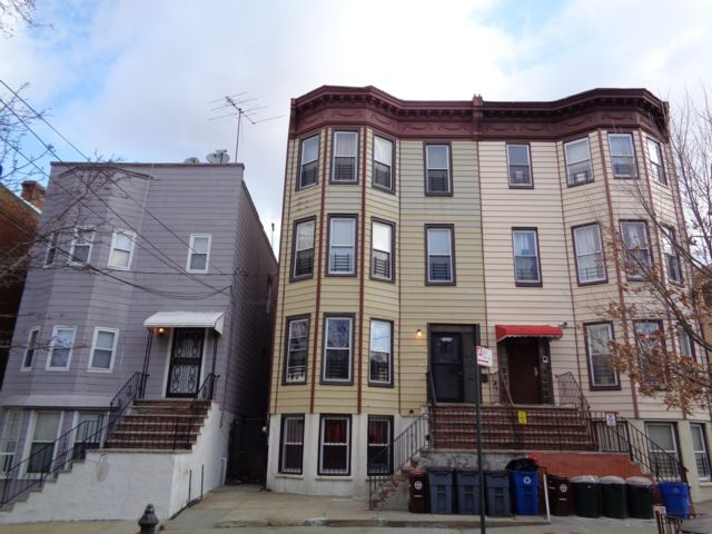 12 BR,  4.00 BTH  Other style home in Bronx