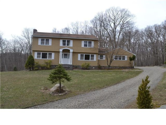 4 BR,  2.50 BTH  Colonial style home in Bedford