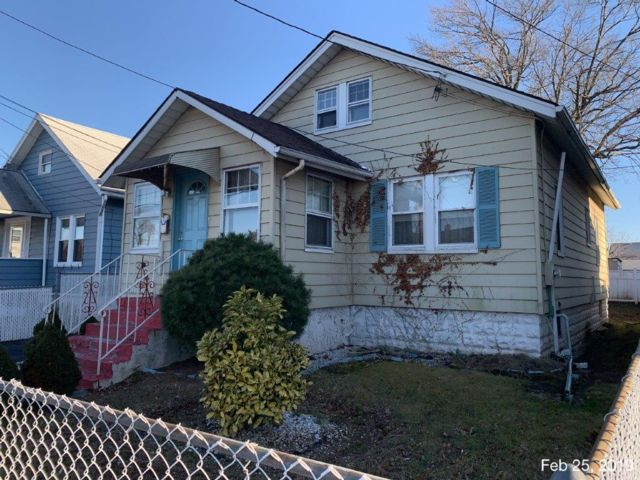 5 BR,  1.00 BTH Bungalow style home in Roselle