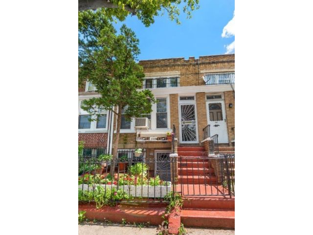 3 BR,  1.00 BTH Duplex style home in Brooklyn