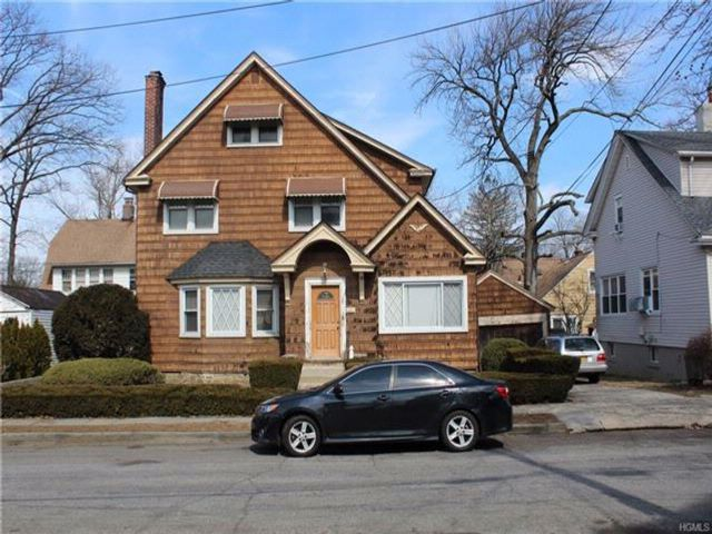 3 BR,  2.50 BTH  Colonial style home in Mount Vernon