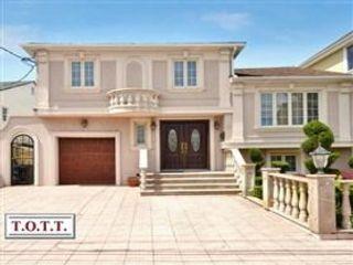 5 BR,  4.00 BTH  style home in Bergen Beach