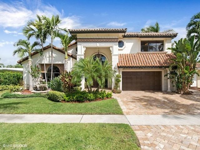 5 BR,  4.50 BTH 2 story style home in Lighthouse Point