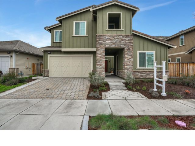 5 BR,  4.50 BTH 2 story style home in Fremont