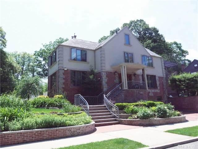 5 BR,  6.00 BTH  Townhouse style home in Jamaica Estates