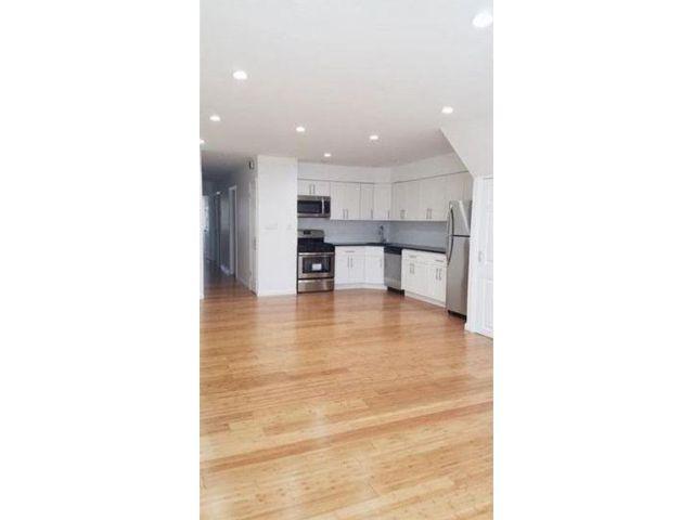 3 BR,  2.00 BTH Condo style home in Canarsie