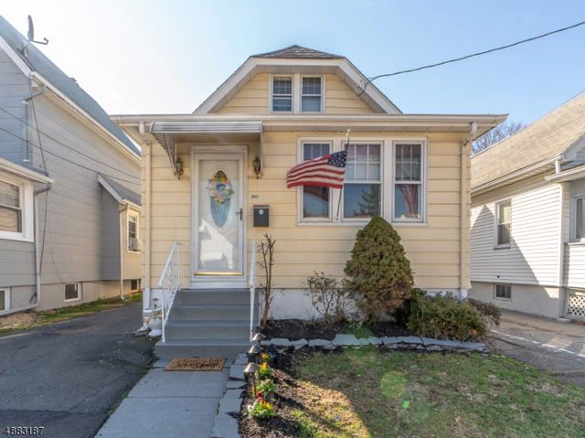 3 BR,  2.00 BTH Cape cod style home in Roselle Park
