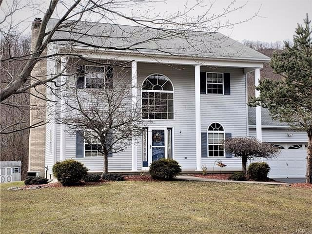 4 BR,  2.50 BTH Colonial style home in Highland Mills