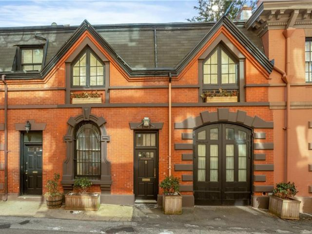 4 BR,  3.00 BTH Single family style home in Brooklyn Heights