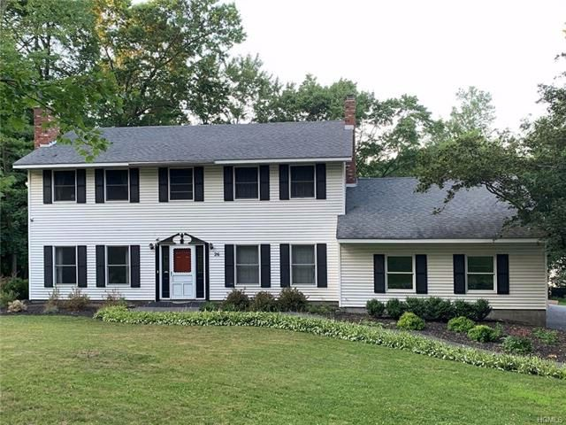 5 BR,  3.00 BTH  Colonial style home in Central Valley