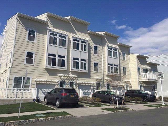 5 BR,  3.50 BTH Contemporary style home in Arverne By The Sea