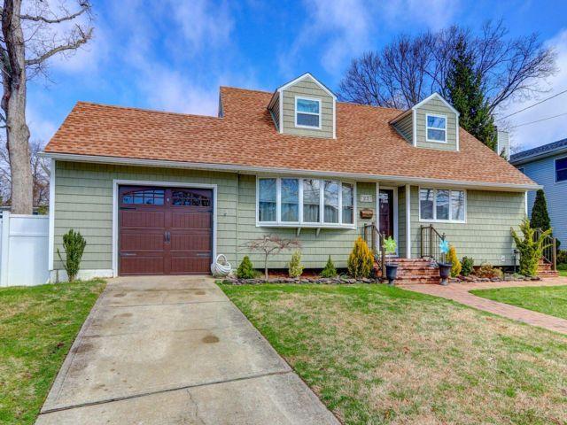 [Massapequa Park Real Estate, listing number 6881120]