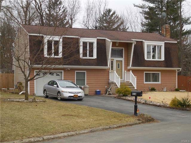 3 BR,  2.50 BTH Bilevel style home in New Windsor