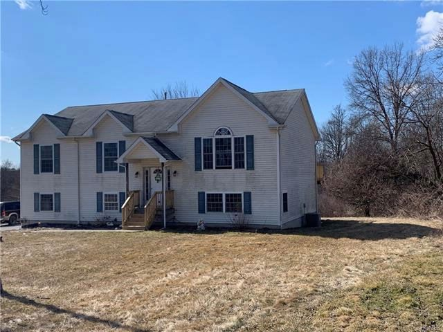 4 BR,  3.00 BTH  Bilevel style home in Middletown