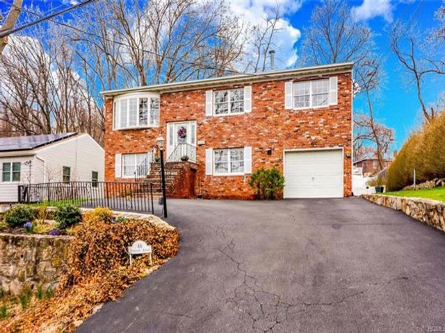 6 BR,  3.00 BTH Split level style home in Yonkers
