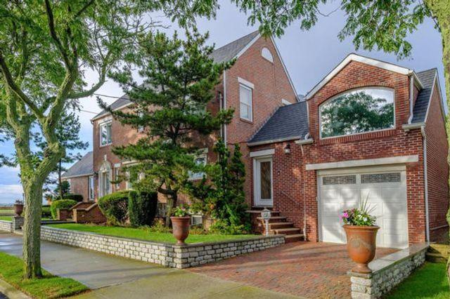 [Belle Harbor Real Estate, listing number 6882857]