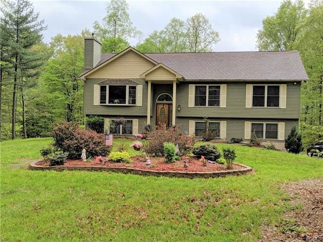 3 BR,  2.00 BTH Raised ranch style home in Bloomingburg