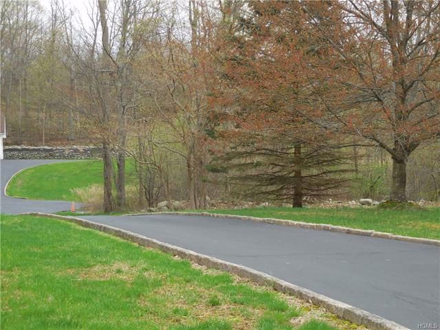 Lot <b>Size:</b> 2.2000  Land style home in Newburgh