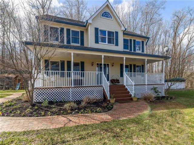 4 BR,  2.50 BTH Colonial style home in Mountainville